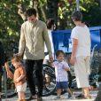 Thales Bretas levou os filhos, Gael e Romeu, de quase 2 anos, para passeio na Lagoa Rodrigo de Freitas, Zona Sul do Rio