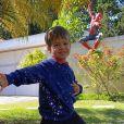Filho de Michel Teló e Thais Fersoza imita Homem-Aranha em foto