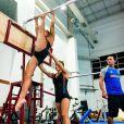 Rebeca Andrade, ginasta de 22 anos que venceu medalha nas Olimpíadas, treina com amigas atletas no Flamengo, no Rio de Janeiro