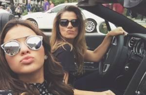 Bruna Marquezine anda de carro conversível em gravação em Miami, nos EUA