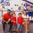 Andressa Suita e os filhos, Gabriel, de 4 anos e Samuel, de 3 ganharam declaração de Gusttavo Lima durante show nos EUA: 'Gabriel e Samuel, papai te ama. Andressa, eu também te amo'