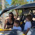 Andressa Suita viajou para a Bahia com os filhos, Gabriel e Samuel, sua irmã e seus pais