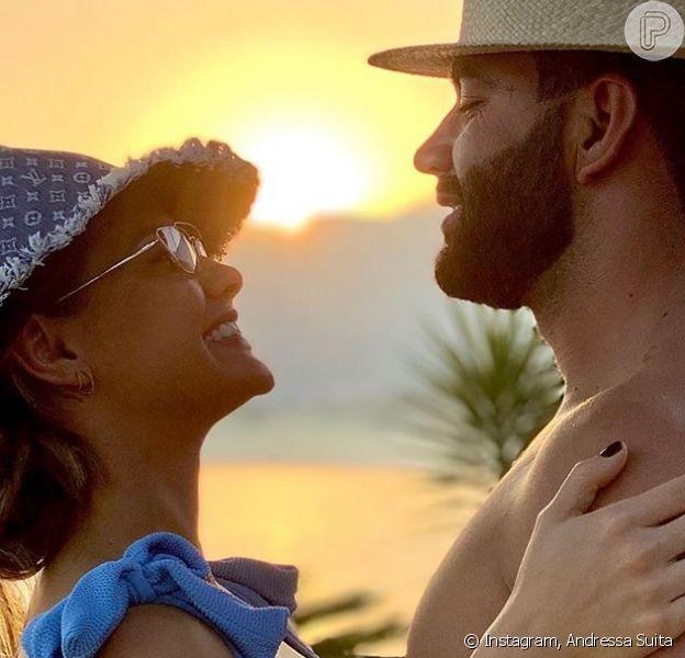 Andressa Suita e Gusttavo Lima surgiram trocando carinho em vídeo após cantor voltar de turnê dos EUA