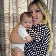 Filha de Virgínia, Maria Alice apareceu incomodada após receber beijo da mãe