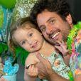 Marido de Claudia Leitte, o empresário Márcio Pedreira posou com a filha, Bela, em aniversário de 2 anos