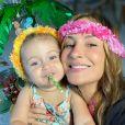 Filha de Claudia Leitte, Bela chamou atenção por expressão: 'Felicidade'