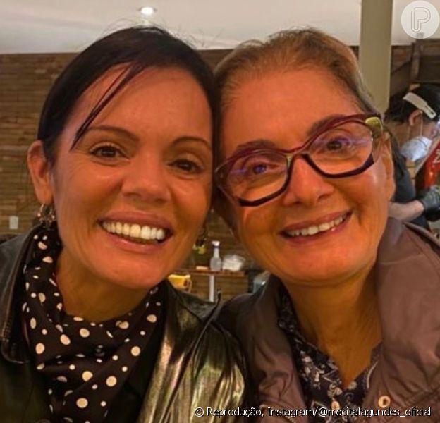 Semelhança de Glória Menezes e a filha, Maria Amélia, chamou atenção em foto