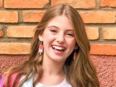 Lorena Queiroz, de 'Carinha de Anjo', já tem 10 anos e exibe estilo com jeans em fotos!