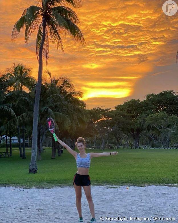 Carolina Dieckmann usa shorts quando pratica esportes ao ar livre