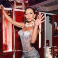 Sabrina Sato surgiu exuberante em look míni com body de transparência e minissaia