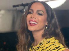 Anitta ganha presente ousado de Rihanna: 'Agora preciso de um homem'