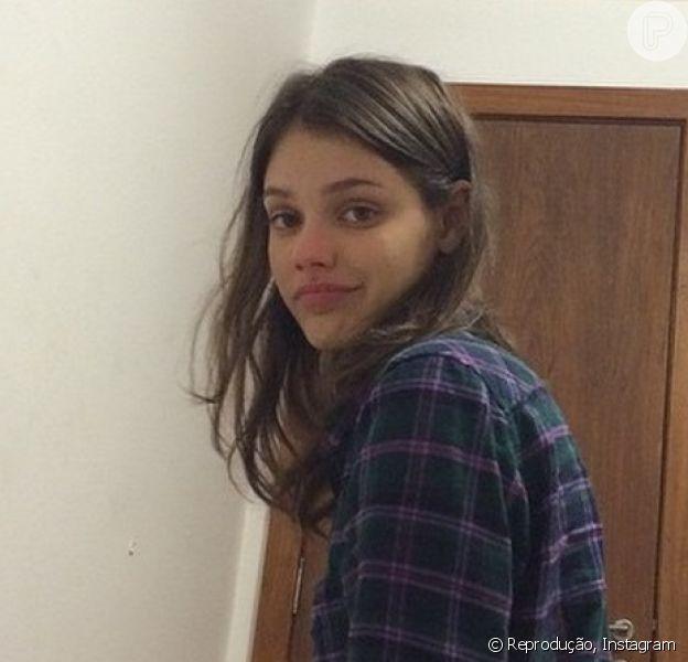 Chay Suede compartilha foto de Laura Neiva e se declara, em 27 de novembro de 2014: 'Soy linda'