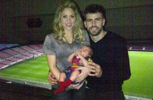 Shakira leva o filho, Milan, para assistir ao jogo do pai, Piqué