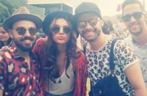 Bruna Marquezine se diverte com amigos em festival de música no Rio