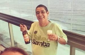 Após cirurgia, Zeca Pagodinho comemora com cerveja a alta médica: 'Um brinde!'