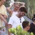 Apesar das polêmicas que cercam sua carreira e vida pessoal, Miley Cyrus está animada com o namoro com Patrick Schwarzenegger, filho do ator Arnold Schwarzenegger. O casal vem sendo visto junto desde setembro