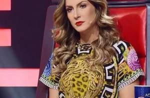 Claudia Leitte usa look comportado no 'The Voice Brasil' após decotes profundos