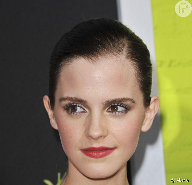 Emma Watson desmente rumor de que protagonizará 'Cinquenta Tons de Cinza'