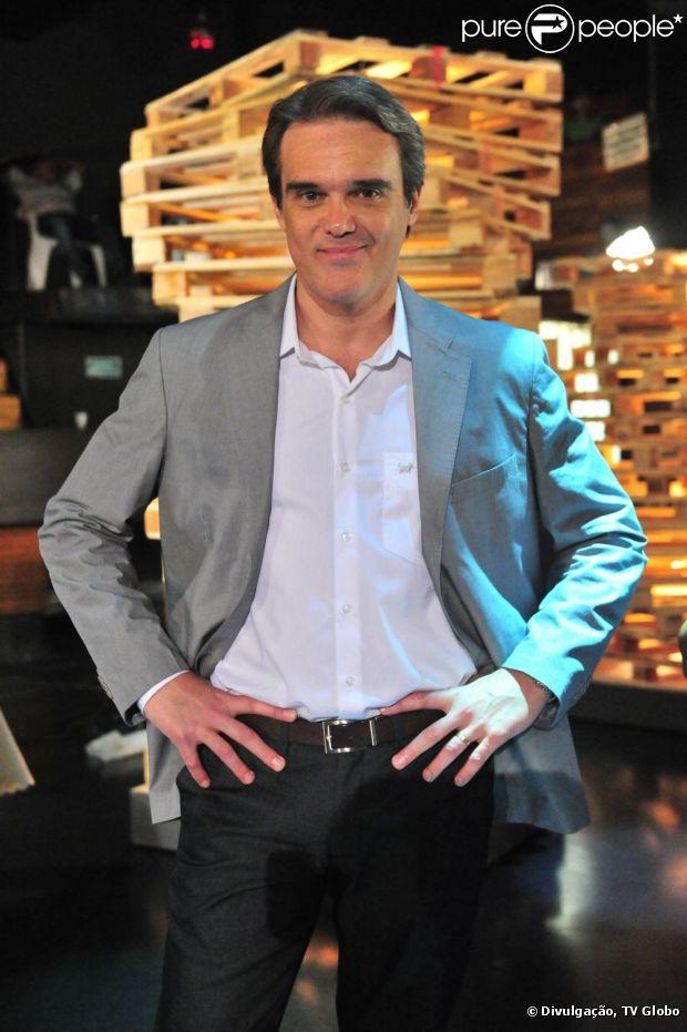 O personagem Carlos de 'Salve Jorge', interpretado por Dalton Vigh, descobre que é filho bastardo, a publicação é de 17 de março de 2013