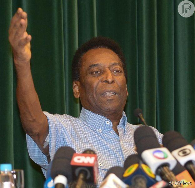 Pelé tem alta hospitalar e brinca durante entrevista coletiva: 'Preparado para a Olímpíada'
