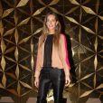 A modelo Mariana Weickert escolheu uma blusa transparente para ir ao segundo dia do SPFW