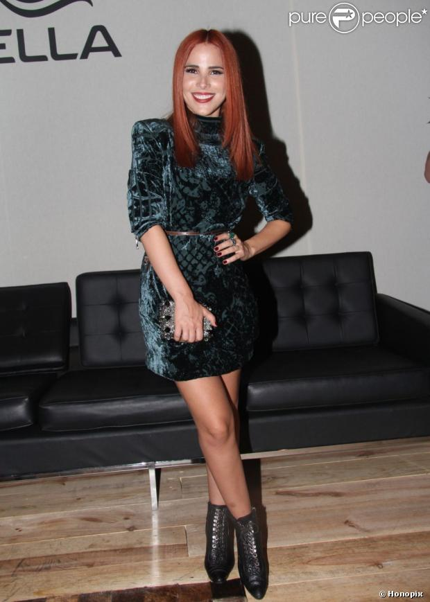 No último dia da SPFW, Wanessa Camargo apareceu repaginada com os cabelos ruivos, em 22 de março de 2013