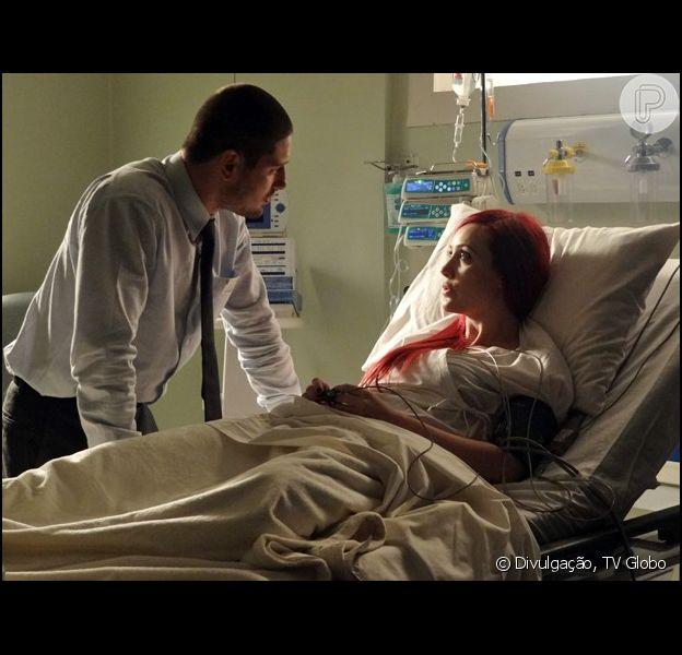 Du (Josie Pessoa) corre risco de morte durante o parto e pede que salvem os gêmeos que espera de João Lucas (Daniel Rocha), em 'Império', em 24 de dezembro de 2014