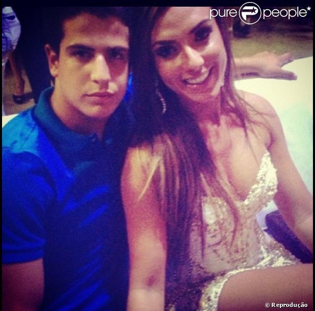 Claudia Raia nega boatos de que seu filho, Enzo, esteja envolvido com a ex-panicat Nicole Bahls. 'É mentira'