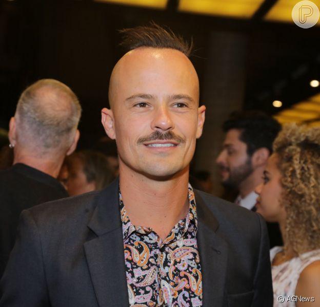 Paulinho Vilhena afirma que ama suas ex-namoradas, como Thaila Ayala e Sandy, e excluiu Luana Piovani: 'Para sempre', disse ele em entrevista à revista 'Glamou', nesta sexta-feira, 19 de dezembro de 2014