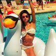 Para um dia na piscina, Thaila Ayala escolhe biquíni branco de crochê