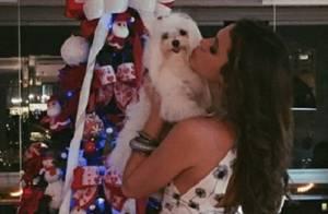 Bruna Marquezine usa look curto e posa com cadela no Natal: 'Noite abençoada'