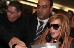 Lindsay Lohan gera caos em aeroporto de São Paulo. 'Tão lindo!', diz no Twitter