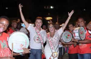 Com novo look, Susana Vieira samba no ensaio de rua da Grande Rio: 'Maravilhoso'
