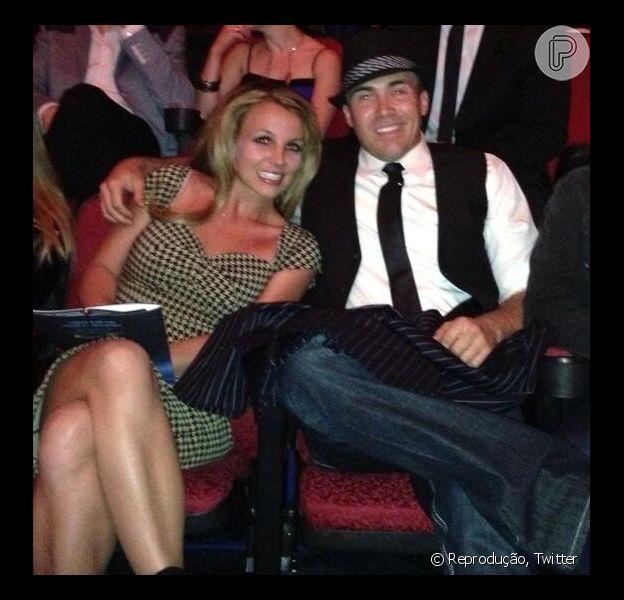 Britney Spears está em boas mãos namorando o 'cavalheiro do sul' David Lucado, segundo amigos e familiares do rapaz, em entrevista para a revista 'In Touch', em abril de 2013