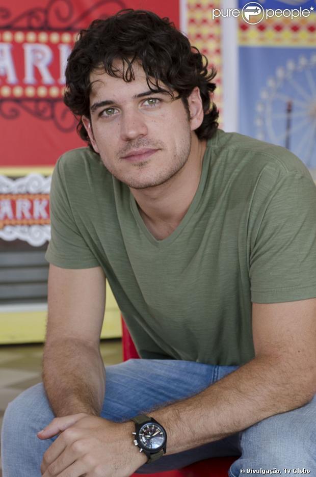 Marco Pigossi ganha caracterização naturalista para viver Bento, seu personagem em 'Sangue Bom', em abril de 2013