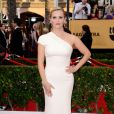 Reese Witherspoon veste Armani no Screen Actors Guild Awards 2015