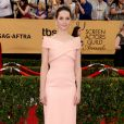Felicity Jones veste Balenciaga no Screen Actors Guild Awards 2015