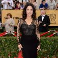 Julia Louis-Dreyfus veste Monique Lhuillier no Screen Actors Guild Awards 2015