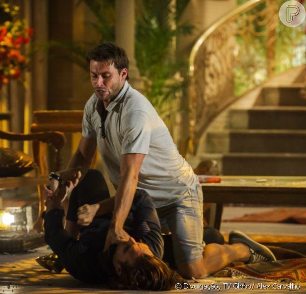 Cassiano (Henri Castelli) quer fazer justiça com as próprias mãos e dá uma surra em Alberto (igor Rickli), em 'Flor do Caribe', em 9 de abril de 2013