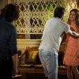 Cassiano (Henri Castelli) conta a Ester (Grazi Massafera) que caiu em uma armação de Alberto (Igor Rickli), em 'Flor do Caribe'