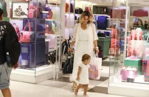 Guilhermina Guinle curte passeio com a filha, Minna, em shopping do Rio