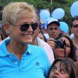 Xuxa participou de uma passeata em Conscientição do Autismo no último domingo (7), no bairro do Leblon, na Zona Sul do Rio de Janeiro, momentos antes de fazer o desabafo na rede social