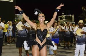 Carnaval 2015: Sabrina Sato exibe boa forma em ensaio da Gaviões da Fiel