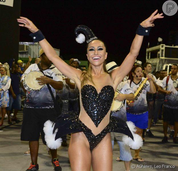 Carnaval 2015: Sabrina Sato exibe boa forma em ensaio técnico da Gaviões da Fiel