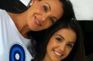 Carolina Ferraz posta foto de campanha com a filha adolescente, Valentina