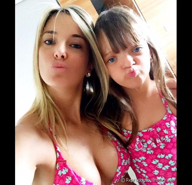 Ticiane Pinheiro publica foto ao lado da filha, Rafaella Justus, com o look igual ao da menina