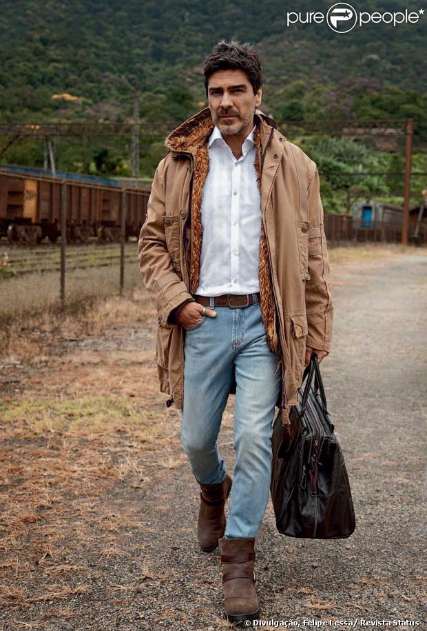 Junno Andrade posa para ensaio para edição de abril da revista Status, em 15 de abril de 2013
