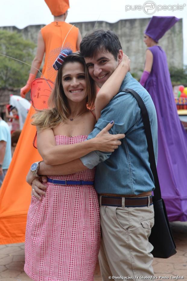 Tina (Ingrid Guimarães) é secretária na agência 'Class Mídia' e será abandonada no altar por Vitinho (Rodrigo Lopez), em 'Sangue Bom', em maio de 2013