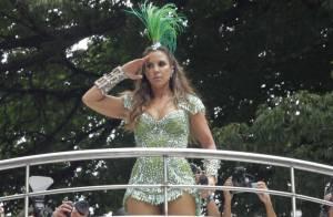 Ivete Sangalo volta a exibir boa forma em look verde no segundo dia de Carnaval