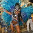 Raíssa Oliveira usa fantasia com 800 penas de faisão